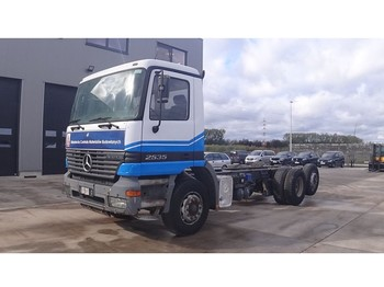 Mercedes-Benz Actros 2535 (FRONT STEEL SUSPENSION / 6X2 / 8 TIRES) - φορτηγό σασί